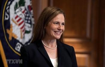 Bà Amy Coney Barrett chính thức trở thành Thẩm phán Tòa án Tối cao Mỹ