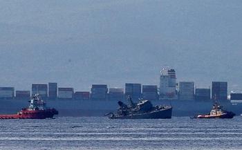 Tàu chiến của Hải quân Hy Lạp bị tàu container tông gãy đôi ngoài khơi