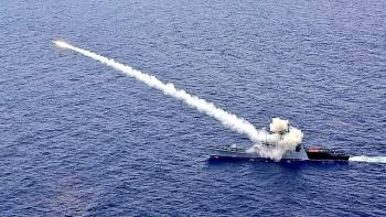 Ấn Độ khai hỏa tên lửa chống hạm công lực khủng khiếp nhắm vào tàu quét mìn trên vịnh Bengal