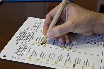 Cử tri bang chiến địa Pennsylvania hoài nghi về tung tích bí ẩn của hàng nghìn lá phiếu