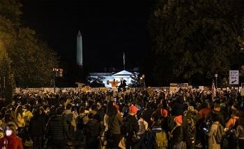 Bốn người ủng hộ ông Trump bị đâm trong một vụ ẩu đả bên ngoài Nhà Trắng