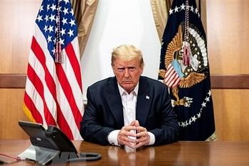 Nhân viên của ông Trump bị từ chối hẹn hò, phải lập nhóm riêng để giảm bớt sự cô đơn