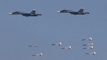 Video: Không quân Nga trút mưa bom phá nát trại huấn luyện của khủng bố tại Syria