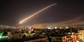 Máy bay chiến đấu Israel không kích ồ ạt các kho dự trữ, cơ sở quân sự tại Syria