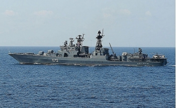 Chiến hạm Nga áp sát, 'đuổi' tàu khu trục Mỹ ra khỏi lãnh hải