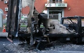 Brazil: 30 tên cướp dùng thuốc nổ phá két để cướp ngân hàng, xả súng vào cảnh sát khi bị truy đuổi
