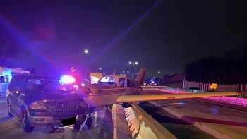 Video: Máy bay gặp sự cố phải hạ cánh trên đường cao tốc