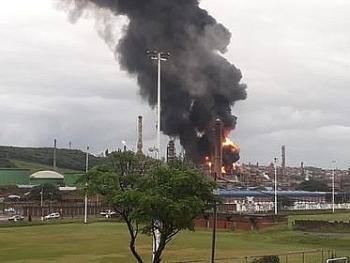 Nổ kinh hoàng làm rung chuyển nhà máy lọc dầu tại Nam Phi