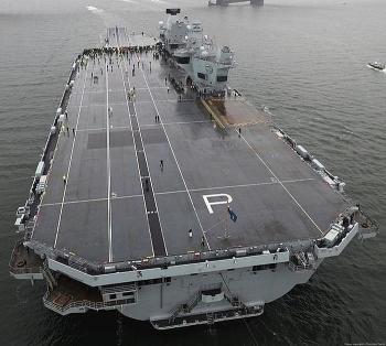 Tàu sân bay trị giá 4,2 tỷ USD của Hải quân Hoàng gia Anh lại bị tràn nước xối xả vào buồng máy