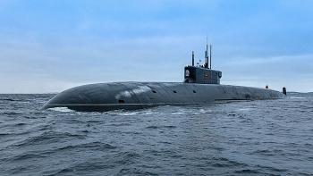 Tàu ngầm Nga bất ngờ phóng đồng loạt 4 siêu tên lửa hạt nhân