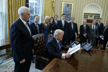 Trợ lý, cố vấn Tổng thống Trump 'âm thầm sắp xếp' rời Nhà Trắng