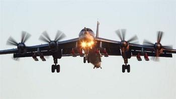 Oanh tạc cơ Tu-95MS Nga 'lừa' phòng thủ đối phương bằng UAV công nghệ cao