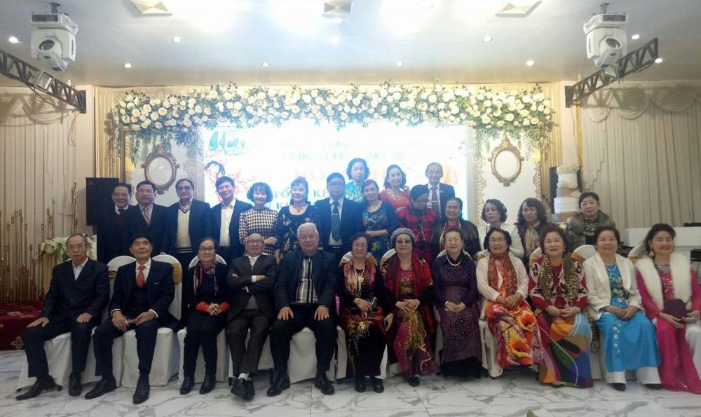 Hội viên Chi hội Liên lạc Việt kiều Mỹ tại TP Hải Phòng góp ý kiến xây dựng hoạt động Hội