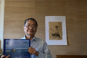 """Việt kiều Pháp ra mắt sách ảnh """"Biển đảo quê hương"""" dày gần 200 trang"""