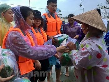 Lưu học sinh Việt tại Trung Quốc trao quà tết cho người dân Trà Leng (Quảng Nam)