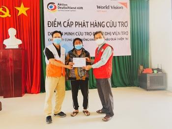 World Vision Việt Nam cấp phát tiền mặt cho 410 hộ gia đình tại huyện Minh Long (Quảng Ngãi)