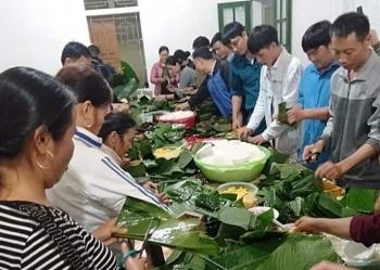 Hội đồng hương Nghệ An tại Berlin (Đức) tặng 250 phần quà Tết cho người Việt gặp khó khăn