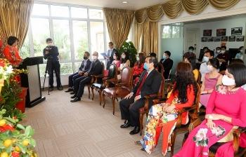 Tết cổ truyền ấm áp của cộng đồng người Việt tại Singapore và Canada