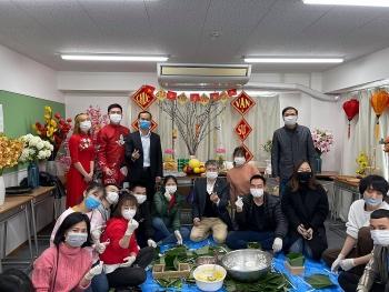 Đeo khẩu trang, sát khuẩn, đo thân nhiệt... cách vui tết Việt tại Kyushu (Nhật Bản) thời COVID-19