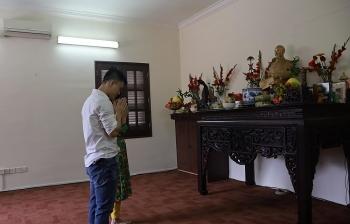 Đại sứ quán Việt Nam tại Malaysia dâng hương Bác Hồ và gói bánh chưng tặng cộng đồng người Việt