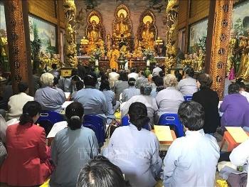 Người Việt tại Lào đón Tết Nguyên tiêu, cầu quốc thái dân an, hướng về quê hương