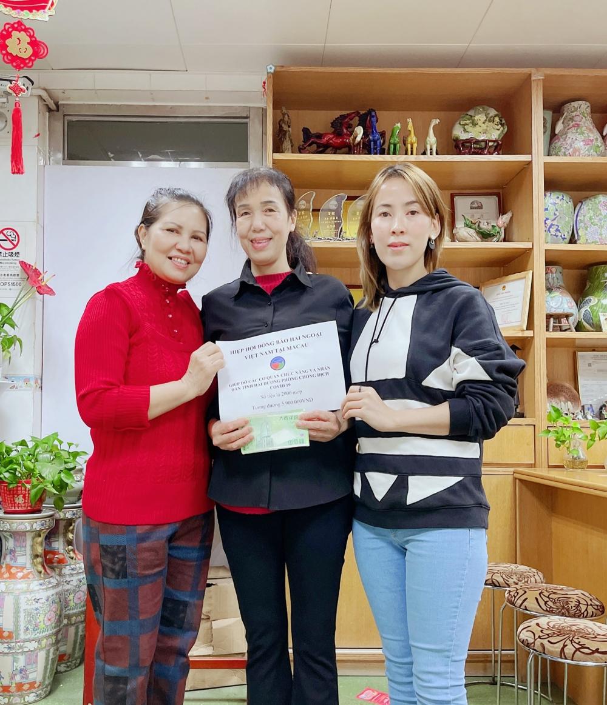 Hiệp hội Đồng bào hải ngoại Việt Nam tại Macau tặng 200 phần quà cho người Việt gặp khó khăn vì COVID-19