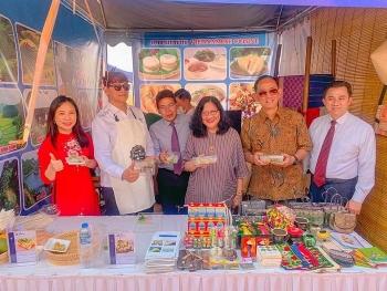 Quảng bá ẩm thực và đồ lưu niệm Việt Nam tại Lào