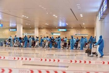 Thêm chuyến bay đưa 360 công dân Việt Nam từ Singapore về nước