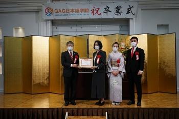 TLSQ Việt Nam tại Fukuoka tặng bằng khen cho Học viện Nhật ngữ GAG vì xây dựng cộng đồng người Việt
