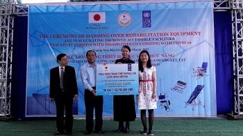 UNDP hỗ trợ xây dựng các hạng mục đường dốc và nhà vệ sinh cho người khuyết tật tại Hoà Bình