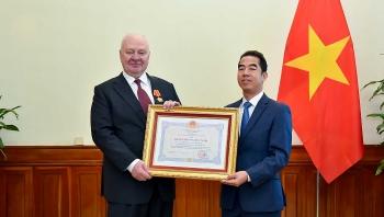 Đại sứ Liên bang Nga tại Việt Nam nhận Huân chương Hữu nghị vì đóng góp tích cực và hiệu quả cho quan hệ hai nước