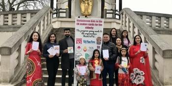 Trẻ em cộng đồng người Việt tại Anh làm 600 tấm thiệp gửi đến cụ ông, cụ bà trong viện dưỡng lão