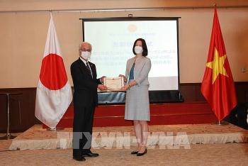 Tặng giấy khen cho 17 tổ chức, cá nhân Nhật Bản vì những hỗ trợ cho cộng đồng người Việt