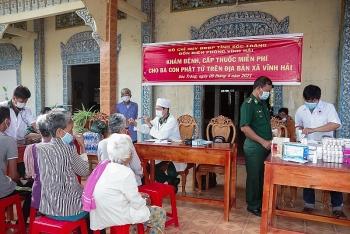 Khám bệnh miễn phí cho đồng bào Khmer nghèo nhân dịp Tết cổ truyền