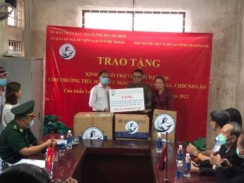 Tặng 590 triệu đồng mua sắm thiết bị cho Trường Tiểu học Hữu nghị tỉnh Champasak (Lào)