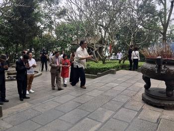 Hội Liên lạc với người Việt Nam ở nước ngoài cùng đoàn kiều bào về dâng hương các Vua Hùng