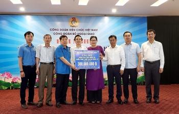 Cộng đồng người Việt tại nước ngoài hỗ trợ bà con vùng lũ Nghệ An, Hà Tĩnh 600 triệu đồng