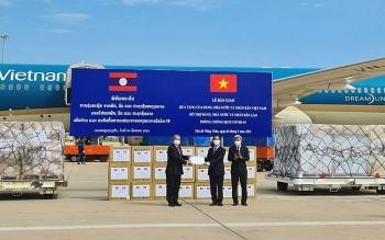 Việt Nam là nước đầu tiên hỗ trợ tài chính, nhân lực, vật lực sang hỗ trợ Lào ứng phó COVID-19
