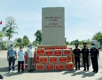 TP.HCM, Đà Nẵng hỗ trợ tiền và vật tư y tế cho Việt kiều, người dân Campuchia, Lào bị ảnh hưởng dịch COVID-19