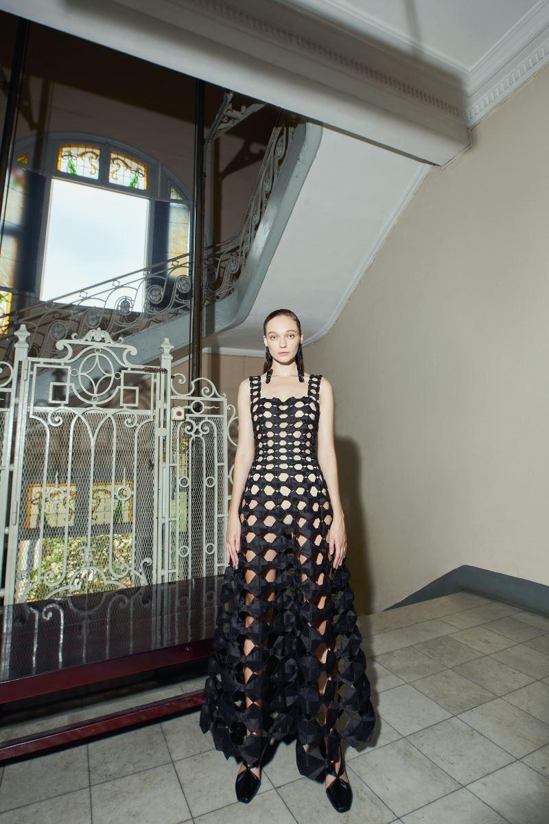 Bộ sưu tập Thu Đông 2021 của NTK Công Trí xuất hiện trên tạp chí Vogue Mỹ 6