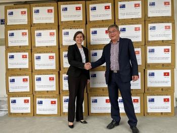 Australia hỗ trợ Việt Nam vận chuyển 810.000 khẩu trang viện trợ cho Đông Timor chống dịch COVID-19
