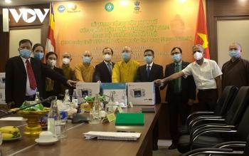 Giáo hội Phật giáo Việt Nam trao tặng 100 máy thở và 50 máy tạo oxy cho nhân dân Ấn Độ