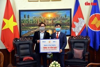 Nghệ sĩ Đại Nghĩa, Hội Doanh nhân trẻ Việt Nam tặng 15 tấn gạo hỗ trợ người dân Campuchia