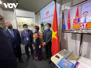 Những cuốn sách về Chủ tịch Hồ Chí Minh được quan tâm tại Triển lãm sách quốc tế St. Petersburg