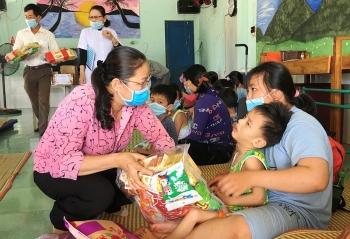Nhiều hoạt động chăm lo, tặng quà cho trẻ em khuyết tật Việt Nam ngày Quốc tế thiếu nhi