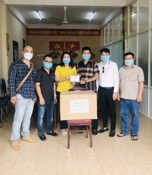 """VKBIA và """"Saigon Share"""" tặng vật tư y tế giúp TP.HCM chống dịch Covid-19"""
