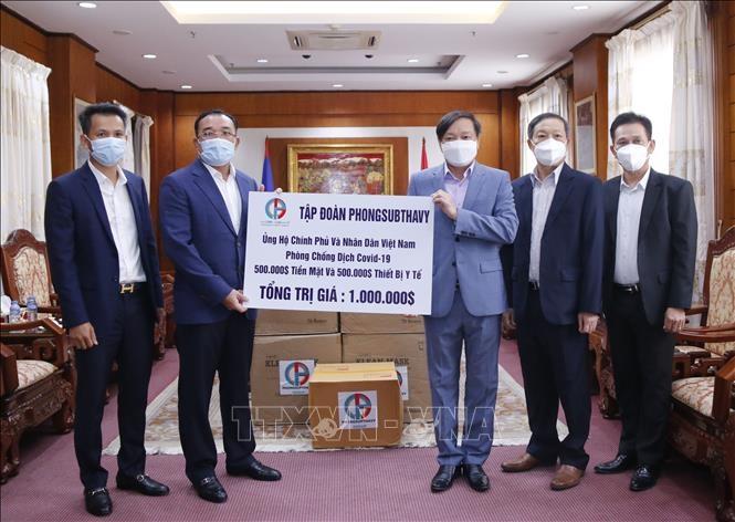 Tập đoàn Phongsubthavy (Lào) trao tiền và vật tư y tế trị giá 1 triệu USD cho Quỹ phòng chống COVID-19 của Việt Nam