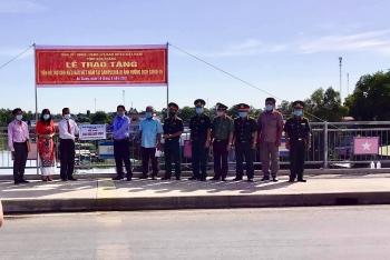 Sóc Trăng trao 200 triệu đồng hỗ trợ cộng đồng người Khmer gốc Việt tại Campuchia