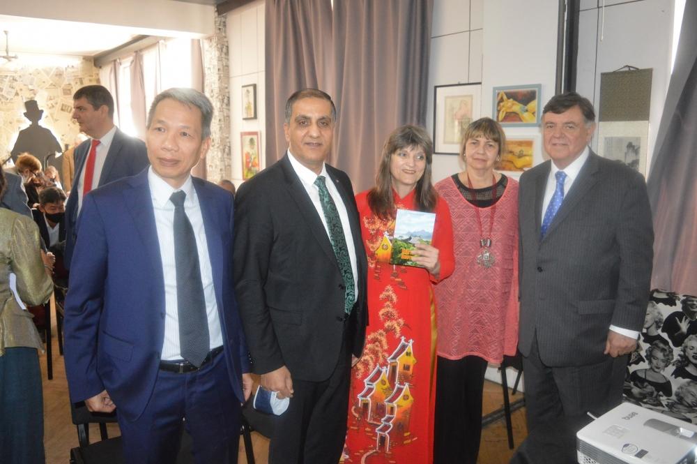 Nhà báo Bulgaria ra mắt sách