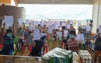 Chính quyền TP Kampong Chhnang (Campuchia) cấp giấy chứng sinh cho 420 trẻ em gốc Việt